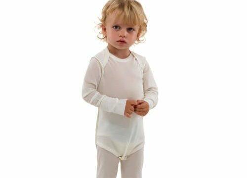 peuter met DermaSilk verbandkleding